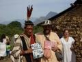 Swami B.A. Paramadvaiti con Benki Piyãko representante del pueblo Ashaninka del Estado de Acre en Brasil