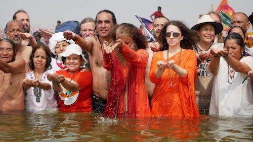 Prayag Raj, India. Kiva Kumbha Mela. ¡El fuego que une al mundo para la protección de los ríos sagrados!.